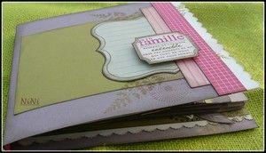 Mini-Album {En Famille} de MonscrapParadis : TUTO: http://monscrap-paradis.over-blog.com/article-pas-a-pas-du-mini-en-famille-70043059.html