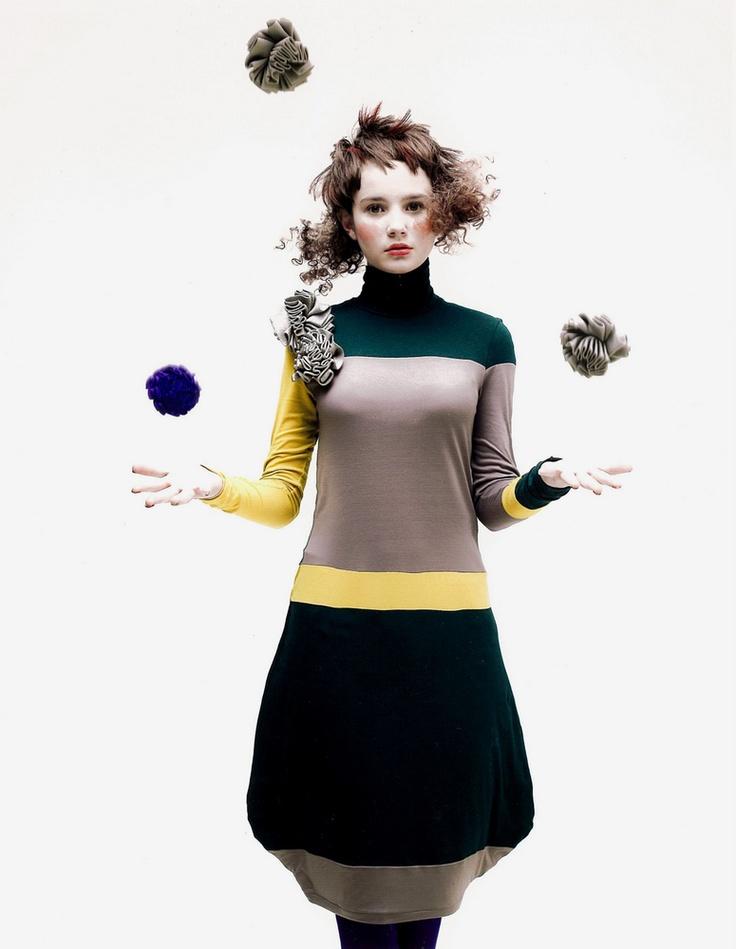 Goood color design. Asymmetrical. Yellow stripes.