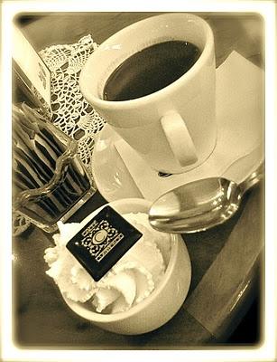 Cioccolata con panna (hot chocolate and cream).