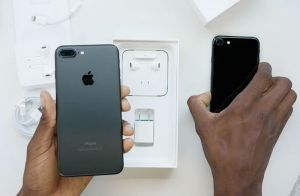 Распаковка iPhone 7: матовый черный и «черный оникс» [видео] https://rusevik.ru/news/358974