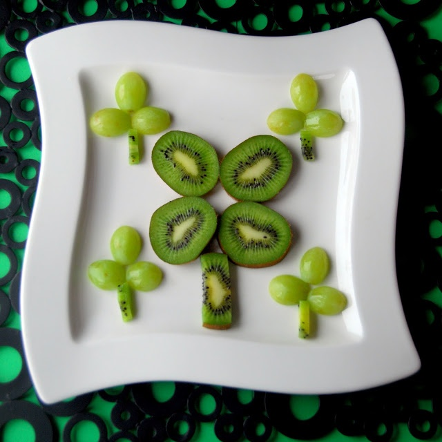 St. Patrick's Day food ideas....so cute. This lady must have really small kids, bc there isn't much food, but the ideas are an awesome start!