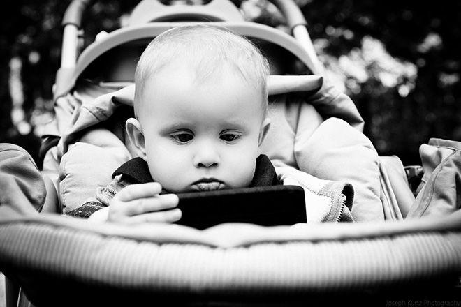 #trucos para padres: dale tu viejo móvil para que lo use como juguete / #tips for parents: give him your old mobile to play as a toy   Más #trucos para #padres / More #tips for #parents at ►http://trucosyastucias.com/social/trucos-para-padres