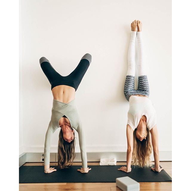 #SjanaElise in the Alo Yoga Goddess Legging #yoga #yogainspiration