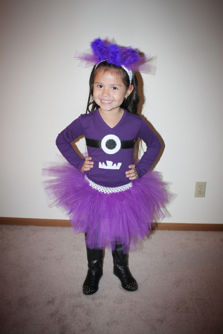 These are the best group costumes ever! DIY (no-sew!) crazy purple minions! These evil minions will be a hit, and you may very well win the Best Costume Award at your party!