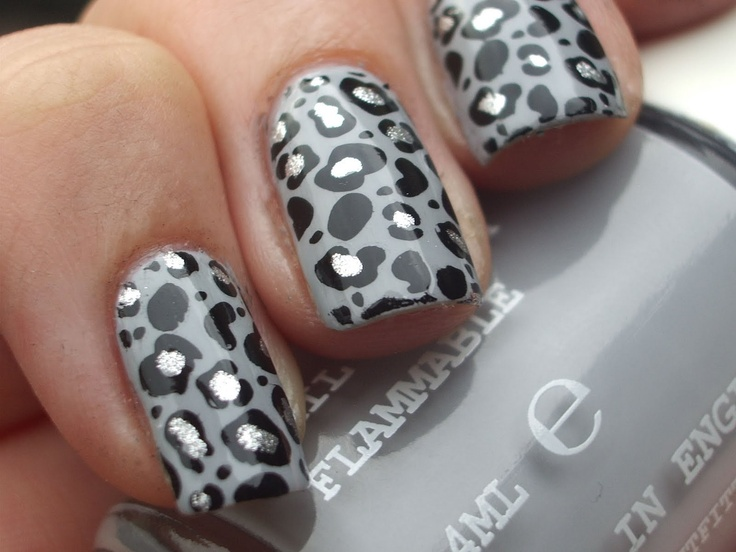 cute leopard nails!