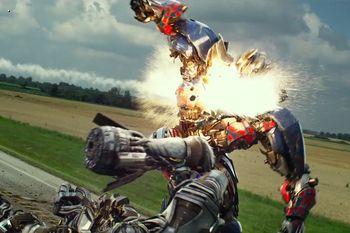 В интернете появился первый трейлер новых «Трансформеров», которые выйдут на экраны летом.