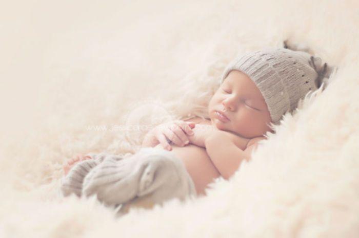 DIY Newborn Photography Props | Upcycled Newborn Pants Prop