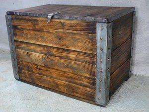 coffre en bois et métal
