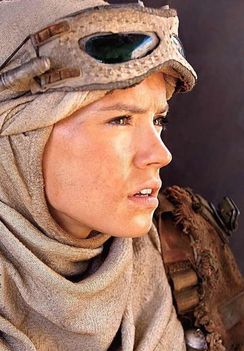 Some new photos of Daisy Ridley (Rey) and John Boyega (Finn) from The Force Awakens set have surfaced on Twitter. These photos show Daisy and John getting ready to shoot some scenes on the harsh planet of Jakku.
