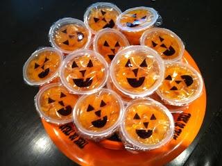 Mandarin orange cup jack-o-lanterns- a healthier treat for Halloween. Too cute!