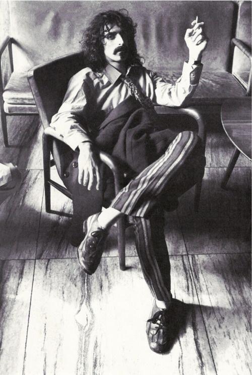 Всю хорошую музыку уже давно написали. Такие парни в париках, и с прочими прибамбасами. Фрэнк Заппа.