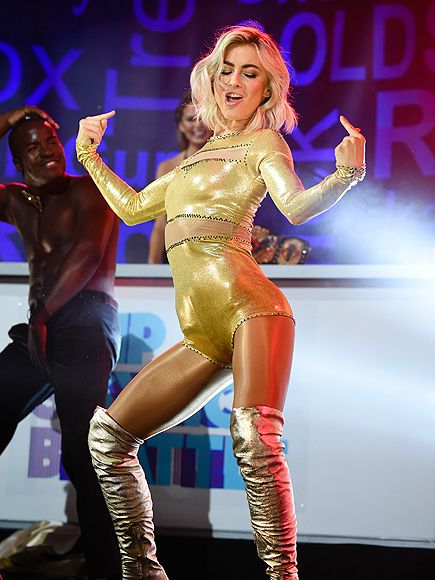Star Tracks: Tuesday, July 14, 2015   DANCING QUEEN   Dancing with the Stars judge Julianne Hough breaks out a gold leotard and some killer dance moves during Spike TV's Lip Sync Battle Live at SummerStage in New York City's Central Park on Monday.