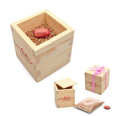 Diese kleine Box hält einen magischen Schatz versteckt – die Zauberbohne ist das perfekte Liebesgeschenk für alle Anlässe. via www.monsterzeug.de