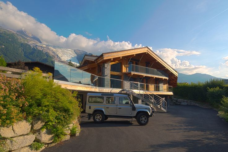 約600平米の邸宅には6寝室、6浴室以外にゲーム室、映画鑑賞室がある。スキー場も近く、美しい眺めが魅力。