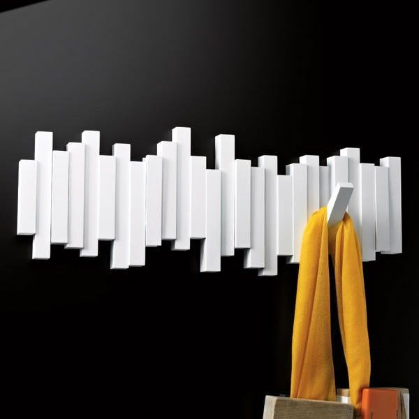 Minimalist and of great impact, this coat rack was designed by David Quan and it comes in two colors, black and white. Aside from being visually interesting, it also has a space-saving design