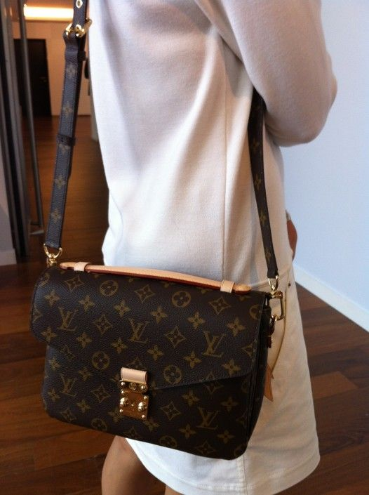 Louis Vuitton Pochette Metis: can transform to shoulder & cross body bag with strap.