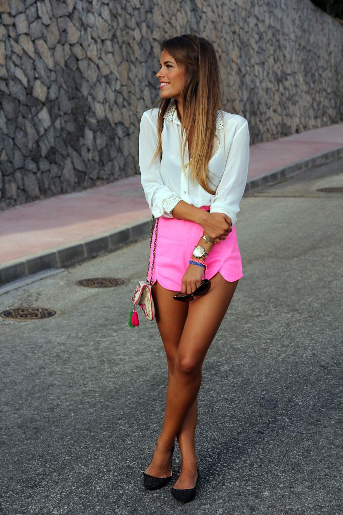 .: Neon Shorts, Pink Shorts, White Shirts, Street Style, Hot Pink, High Waist Short, Neon Pink, Bright Colors, Style Fashion