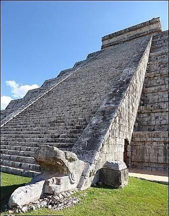 El descenso simbólico de #Kukulcán , la cabeza emplumada, #Chichen Itza, #MÉXICO  Rose Flores  Tour By Mexico - Google+