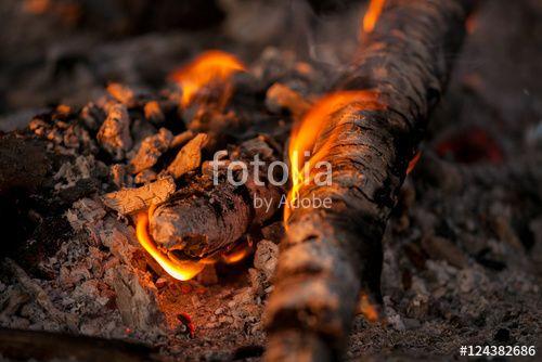 """Laden Sie das lizenzfreie Foto """"Fast ausgebrannt"""" von Photocreatief zum günstigen Preis auf Fotolia.com herunter. Stöbern Sie in unserer Bilddatenbank und finden Sie schnell das perfekte Stockfoto für Ihr Marketing-Projekt!"""