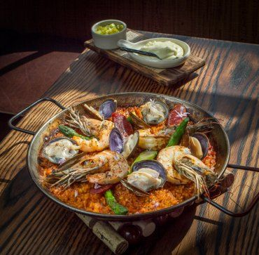 Coqueta: Paella is the thing to order here.