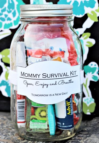 This gift is perfect for a new or expecting mom #masonjar #gifts #mothersday…