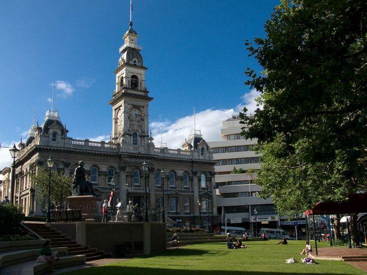 Statue of Robert Burns in front of the Municipal Chambers, Dunedin