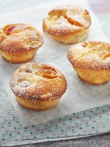 Muffins aux mirabelles :150 g de farine, 100 g de beurre, 100 g de sucre, 1 oeuf, 200 g de mirabelles, 20 cl de lait, 1/2 sachet de levure chimique, 1 pincée de sel