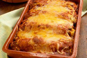 Nul doute que vous serez conquis par ces enchiladas cuites au four. Elles regorgent de poulet, de salsa, de maïs et de fromage, redéfinissant ainsi les casseroles des soirs de semaine.