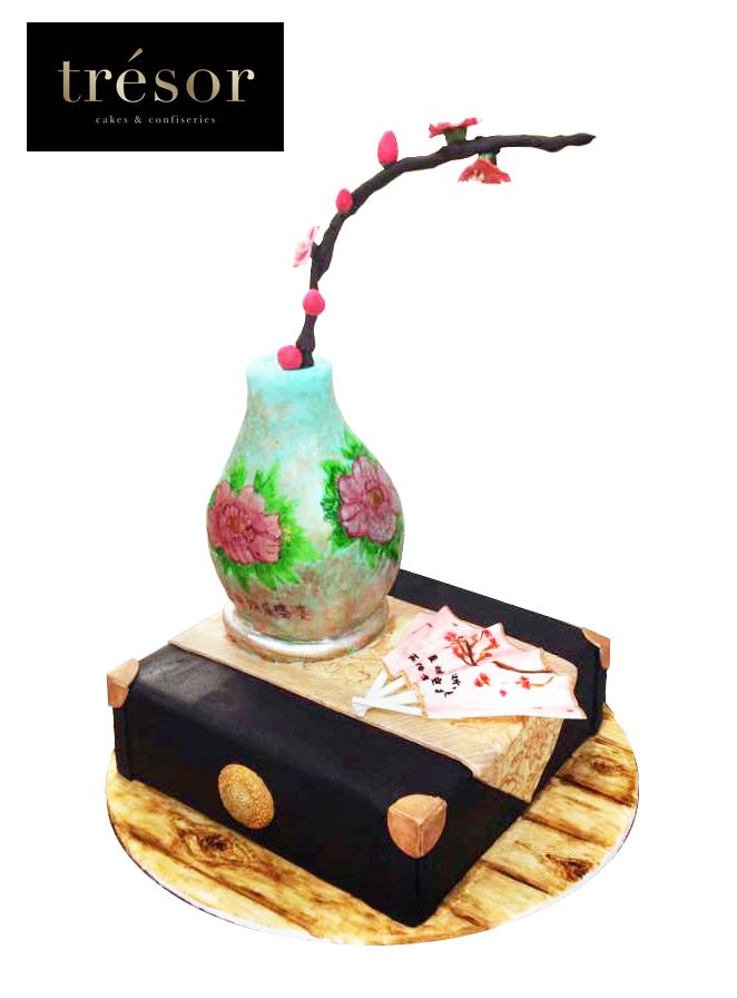 Chinese antique jewelry box and sculpted vase cake