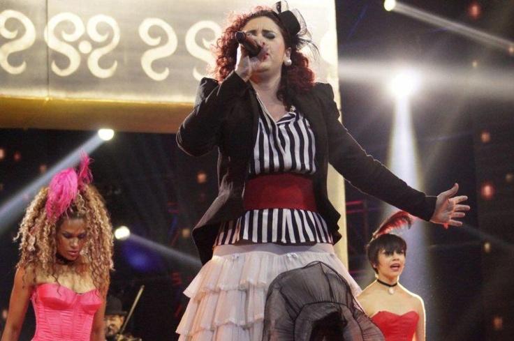 """Cantando en otro idioma Giovanna le recordó a los entrenadores el porqué fue elegida para participar en """"La Voz Colombia"""" y dejó toda su energía en el escenario."""