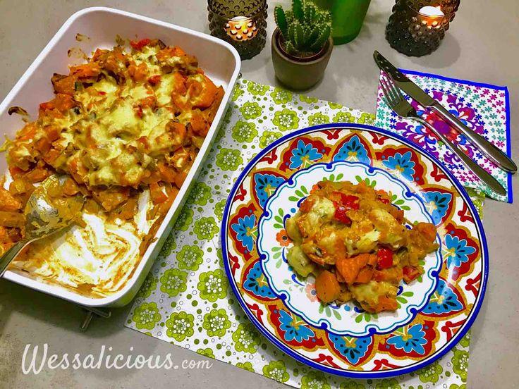 Lekkere ovenschotel van zoete aardappel, met crème fraîche, paprika, vegetarische roerbakreepjes en prei. Gegratineerd in de oven.