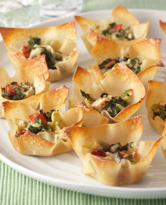 Warm Spinach & Artichoke Cups – Prepare these warm spinach and artichoke cups with won ton wrappers for your award show party! Perfect bite size appetizer. #mozzarella #cheese