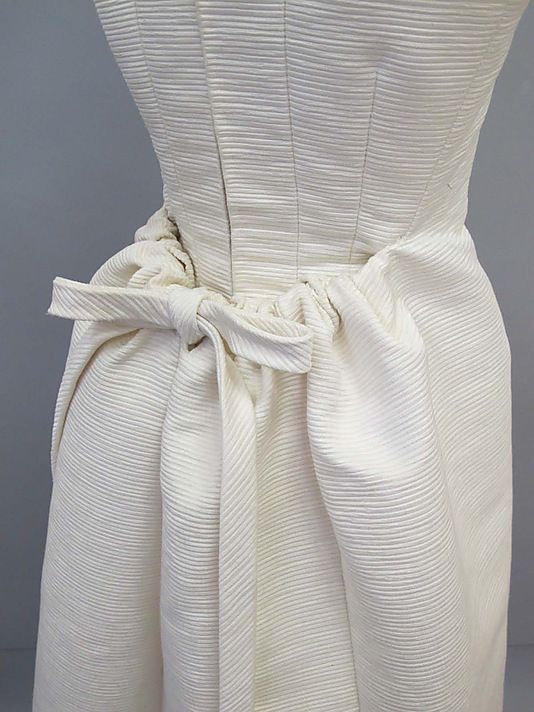 Dress.  House of Balenciaga  (French, founded 1937).  Designer: Cristobal Balenciaga (Spanish, 1895–1972). Date: 1960s. Culture: Spanish. Medium: silk. Dimensions: Length at CF: 51 1/2 in. (130.8 cm).