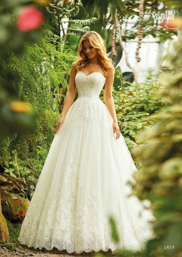 Princess wedding dress to fall in love with! More of this is available in the store Photo: Va