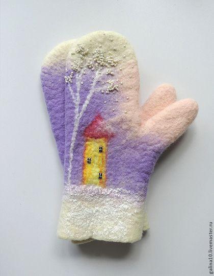 Варежки, митенки, перчатки ручной работы. Ярмарка Мастеров - ручная работа варежки с домиком сиреневые. Handmade.
