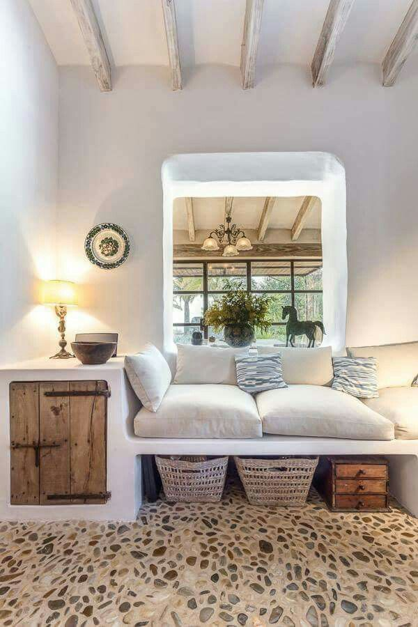 Soggiorno love this cozy tropical nook and storage looks comfy and airy