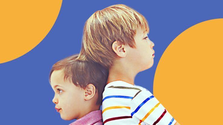 5 bis 6 Jahre alte Kinder haben gelernt, mit Gleichaltrigen umzugehen und sich an Regeln zu halten. Erfahre hier mehr über die Entwicklung in diesem Alter.
