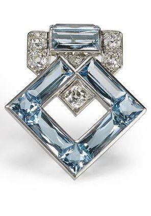 Cartier ~ Broche de aguamarina  y de diamantes, Art Decó                                                                                                                                                                                 Más
