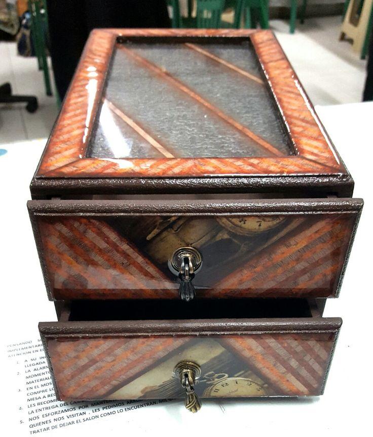Caja para relojes en madera con Decoupage