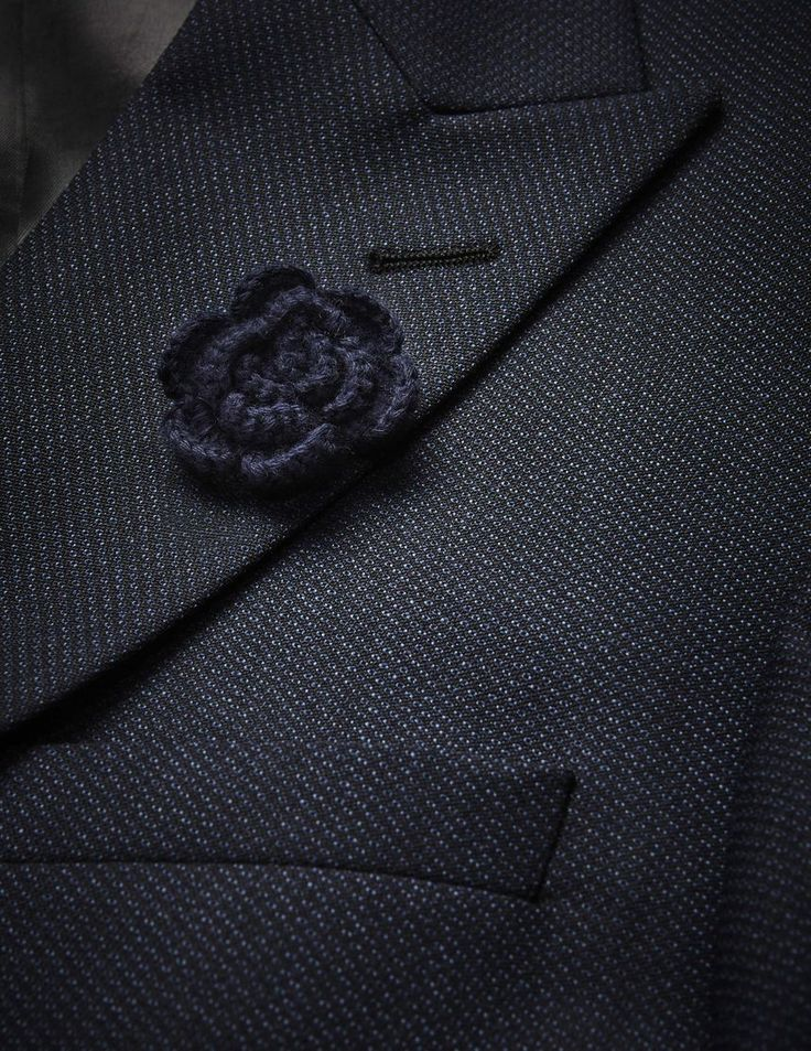 Opalen lapel pin-Men's lapel tie pin with shiny silver finish. With fabric flower at one end. Flower size: 4.5 x 4.5 cm.