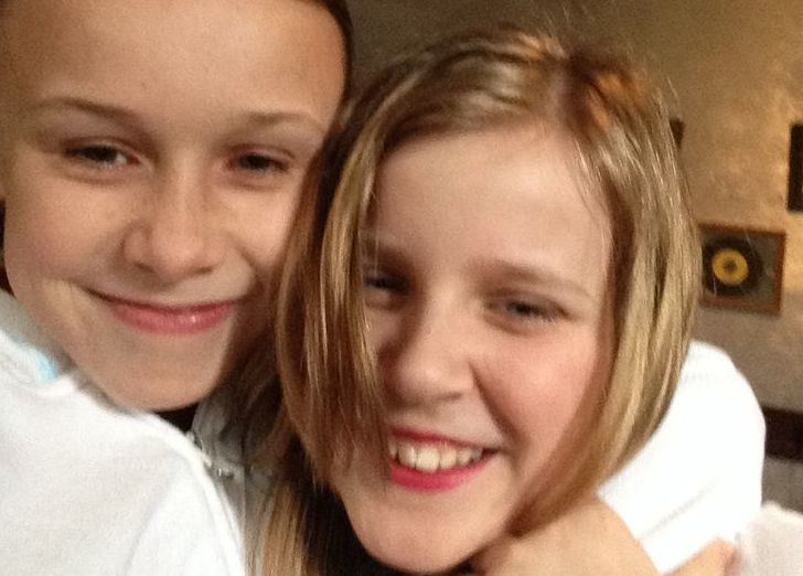 #GlitterBombGirls are such good friends!