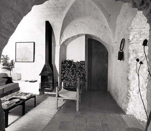 JOSE ANTONIO CODERCH - INTERIOR DE LA CASA SOLARIEGA CODERCH [L'espollá, Girona - 1964 ]