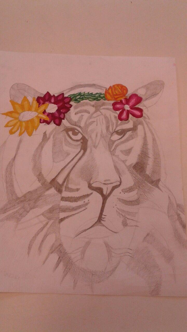 Dit is mijn eindwerk. Ik heb op de tekening de bloemenkrans extra laten opvallen door het met felle kleuren te verven. Ik vond de strepen van de tijger het moeilijkst omdat je daar heel precies in moet zijn. Ik vindt de tekening wel supergoed gelukt.