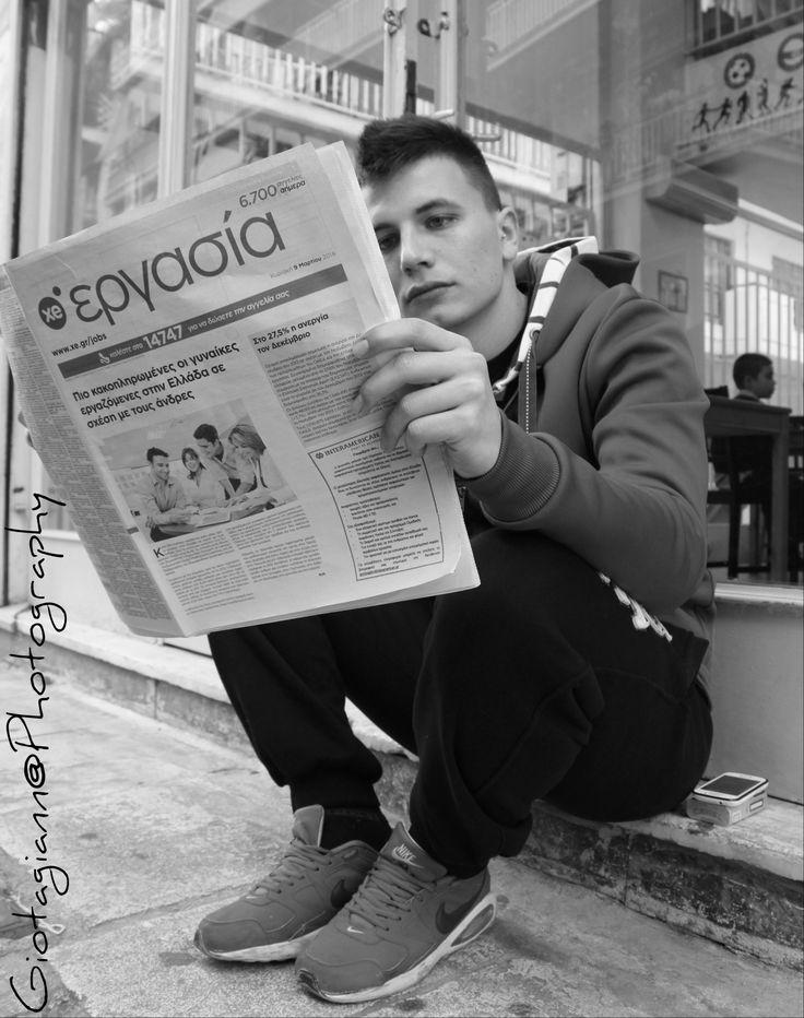 Photo: Παναγιώτα Γιαννοπούλου   Ηλικία:17   Μαθήτρια στο 2ο Λύκειο Αγίου Δημητρίου.  Τίτλος Φωτογραφίας: «Ψάξιμο... »