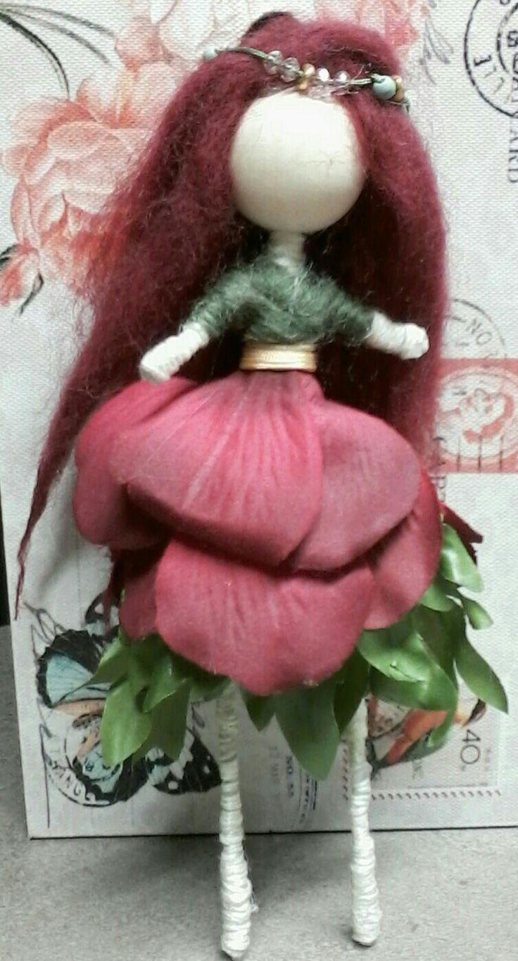 Mini wire doll Rose