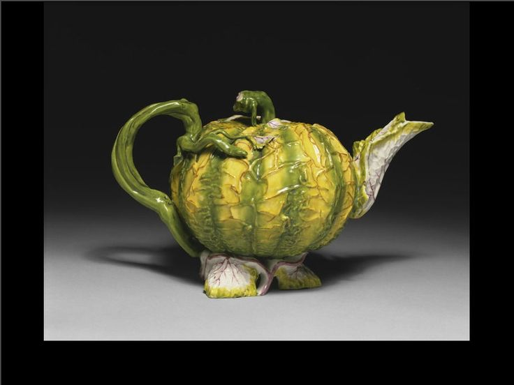 V & A   Staffordshire tea pot c 1775