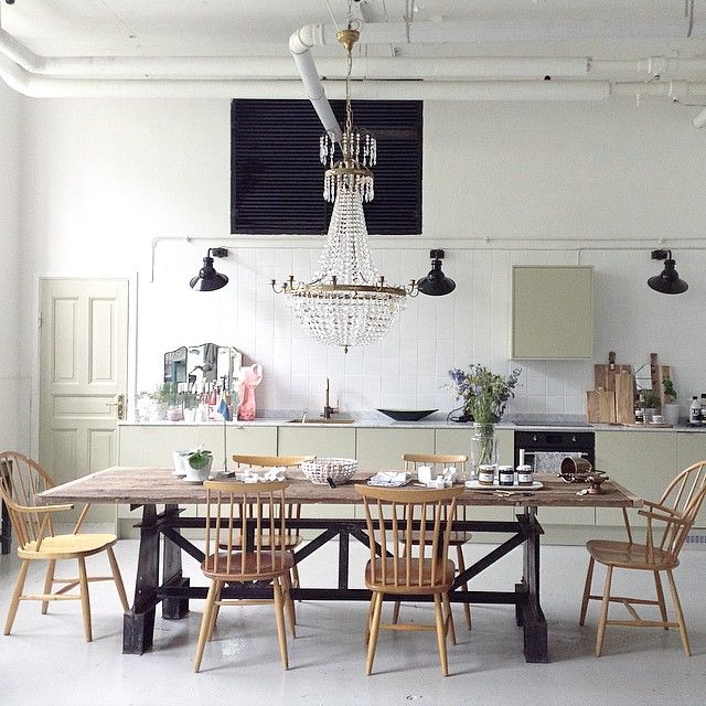 The antique look with pale greeen accents to brighten up your kitchen. via ostlinghschedin.jpg