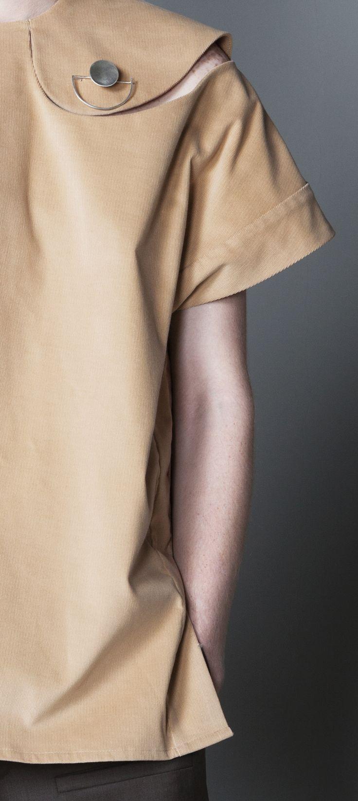 Pan cut collar on beige top www.cajun.ro
