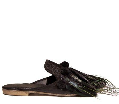 Shop Gia Couture  Scarpe: Sleeper Gia Couture, in raso nero, pom pom, piume nere e verdi, suola in pelle nera con mini tacco, fatte a mano.    Composizione: 80% raso 20% pelle.
