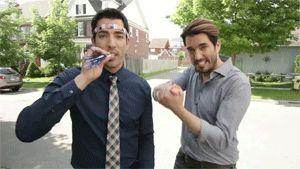 """""""Fratelli in affari"""", ovvero il programma tv che insegna come farsi fregare da due fratelli che si spacciano per agenti immobiliarihttp://signorponza.com/anatomia-di-una-puntata-di-fratelli-in-affari/"""